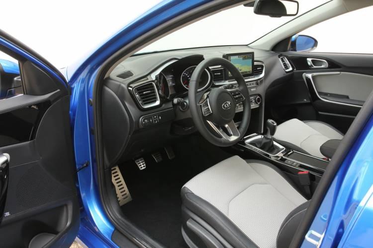 Kia Ceed 1 6 Crdi 6mt Transmission 136hp Blue Flame 27