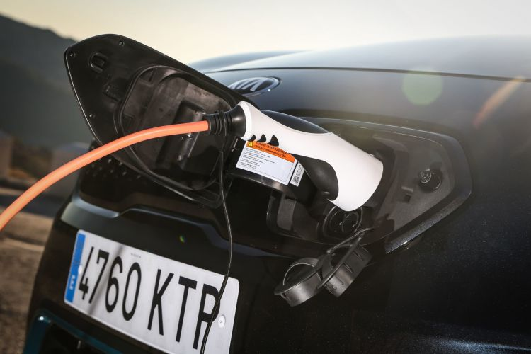 Kia Niro Electrico Oferta Junio 2021 Exterior 05 Puerto Carga