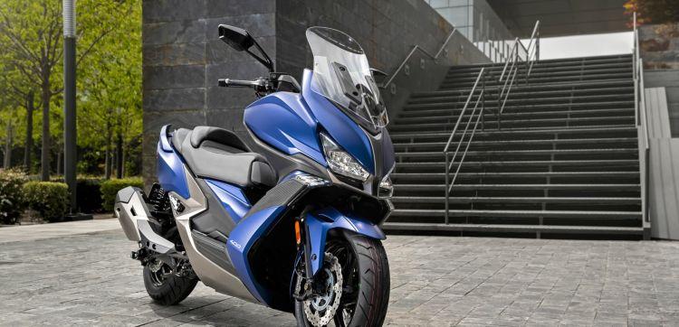 Kymco Xciting S 400 Ambiente Azul 6 20352 Portada