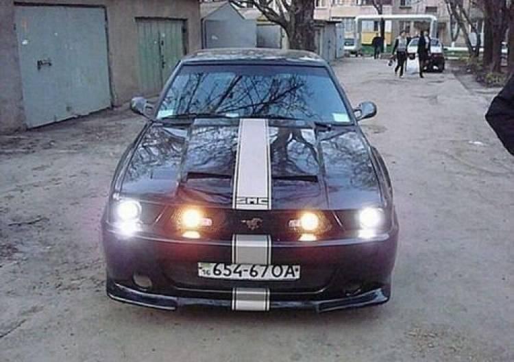 Lada estilo Mustang