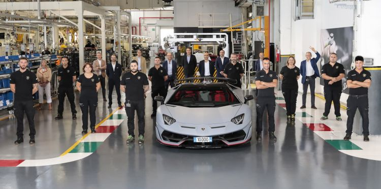 Lamborghini Aventador 10000 01