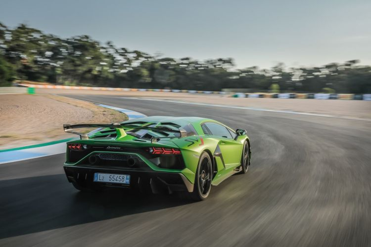 Lamborghini Aventador 10000 05