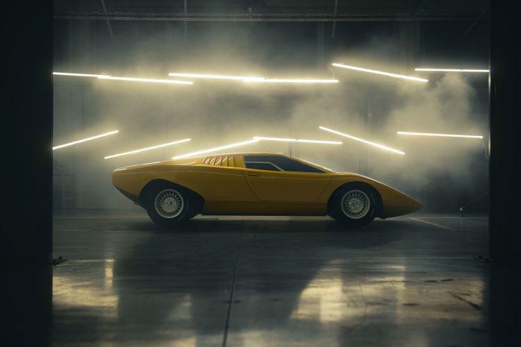 Lamborghini Primer Countach 2