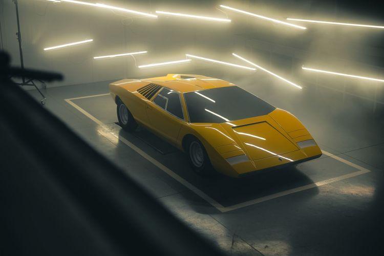 Lamborghini Primer Countach 3