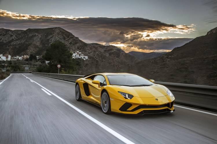 Lamborghini Aventador Informacion Dm12