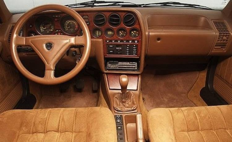 Lancia Thema 8.32 con corazón Ferrari