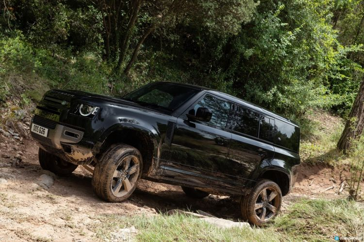 Land Rover Defender 110 V8 Offroad  00021