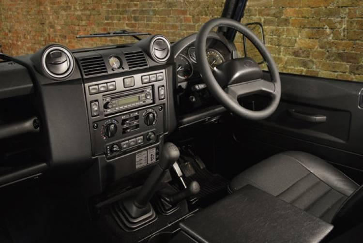 Land Rover Defender 2011