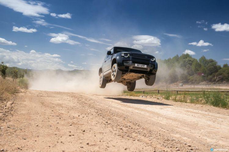 Land Rover Defender 90 V8 Offroad  00001