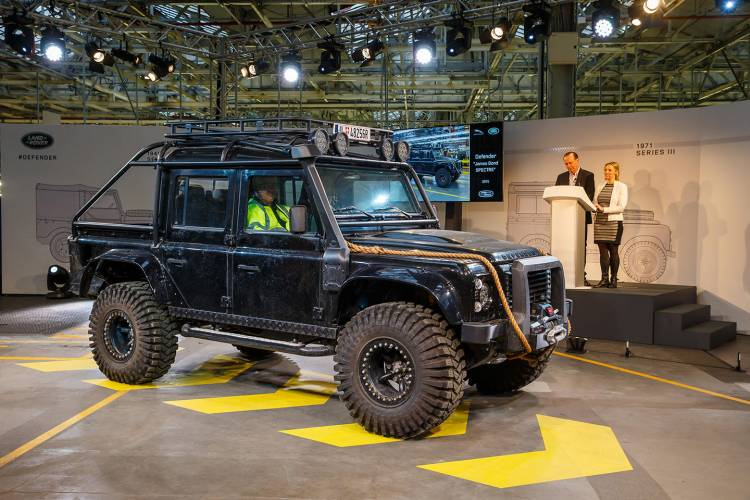 land-rover-defender-adios-05