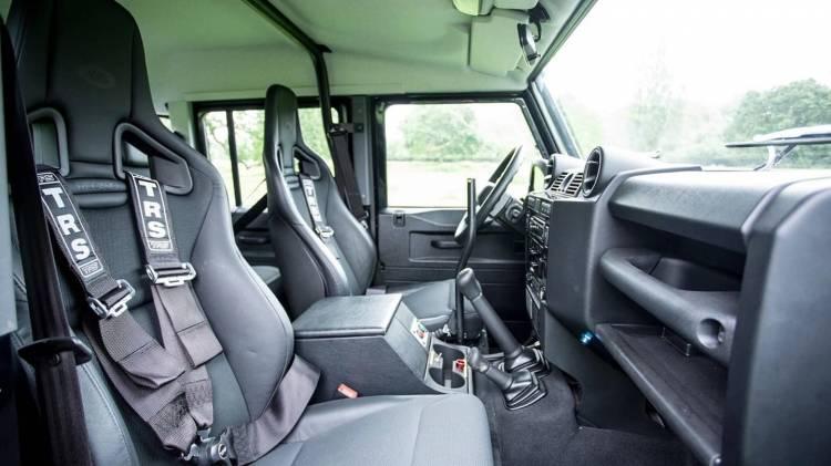 Land Rover Defender Svx James Bond Spectre 0618 004