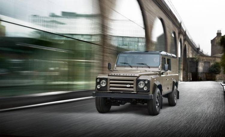 Land Rover Defender XTech, nos vamos al campamento militar