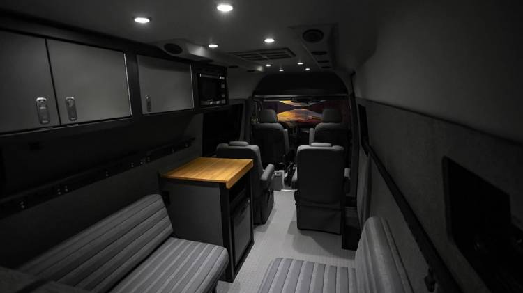 Lexani Mercedes Sprinter 0818 016