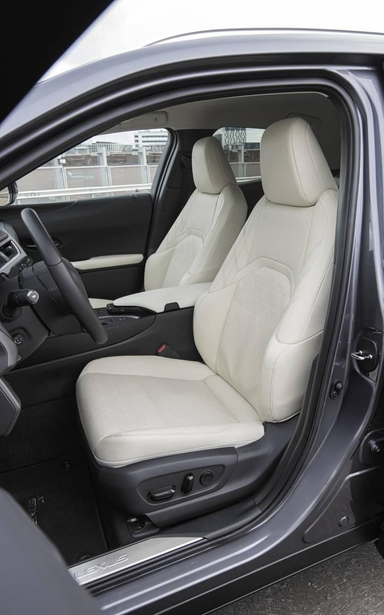 Lexus Ux 250h 0918 016