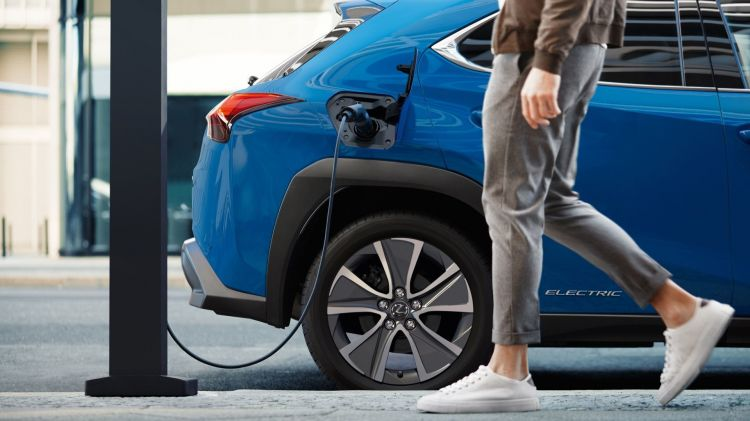 Lexus Ux Electrico 15