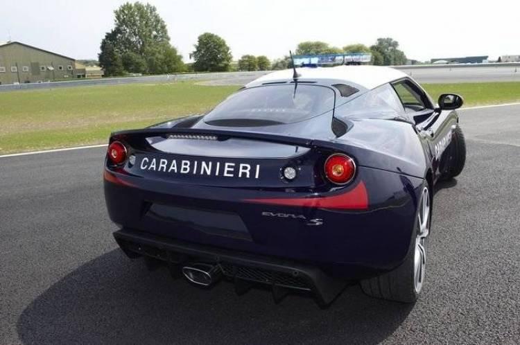 Los Carabinieri se hacen con un par de Lotus Evora S