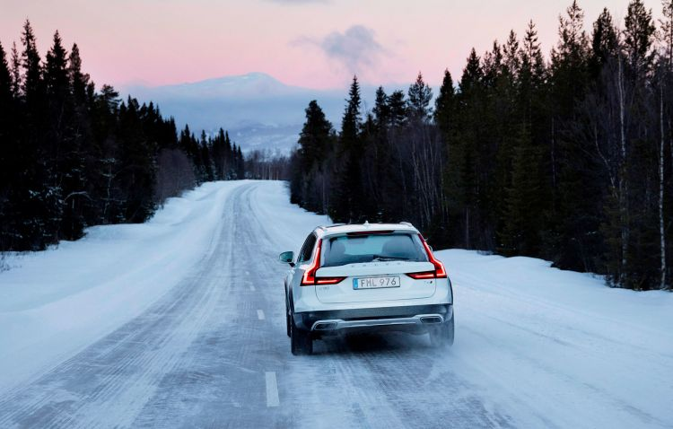 Marchas Largas Coche Nieve Volvo V90