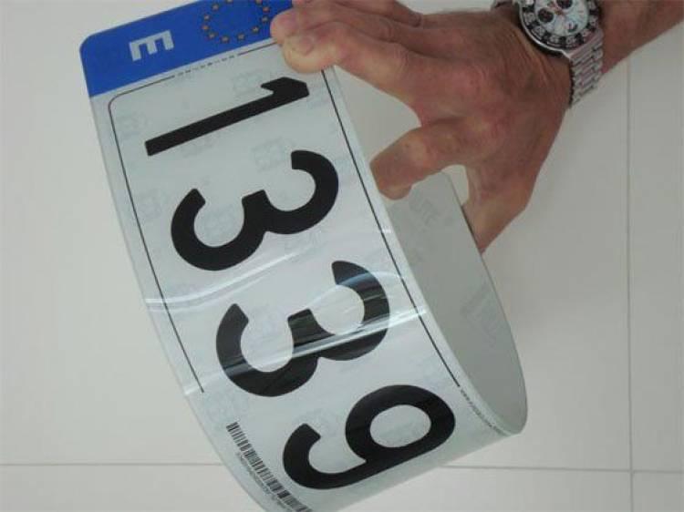Tu coche en forma: matrículas acrílicas, el fin de la matrícula metálica