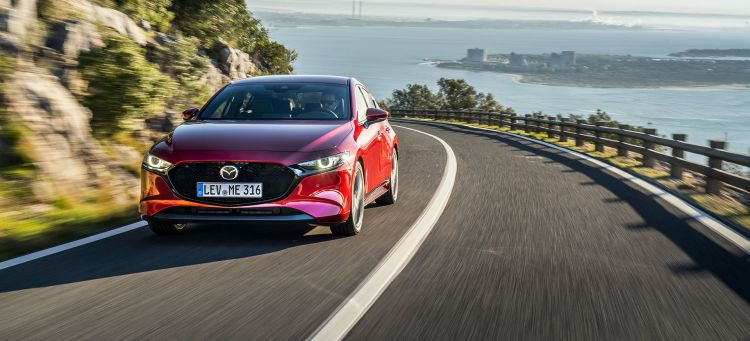 Mazda 3 Rojo 2019 Frontal Movimiento