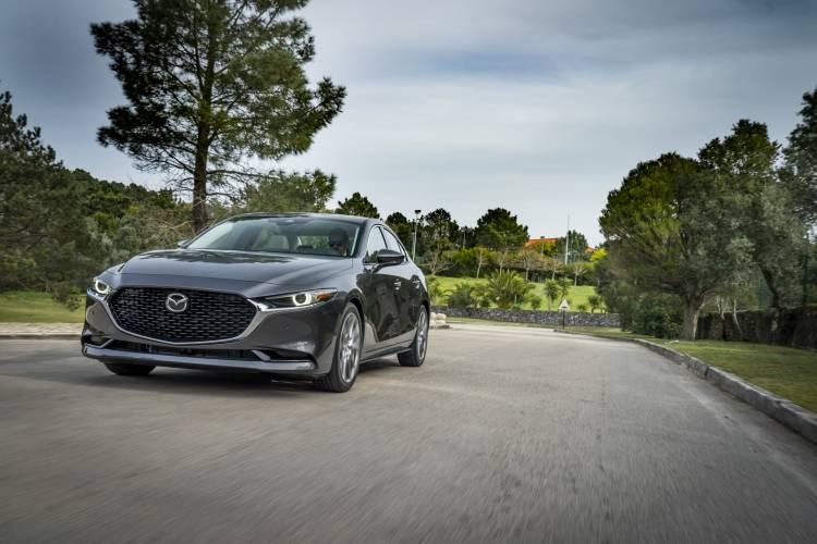 Mazda3 2019 Sedan Machinegrey Frontal 01