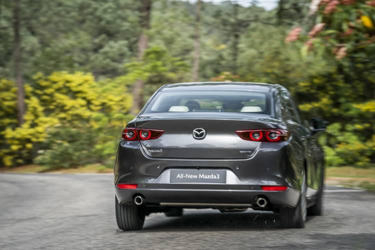 Mazda3 2019 Sedan Machinegrey Trasera 02