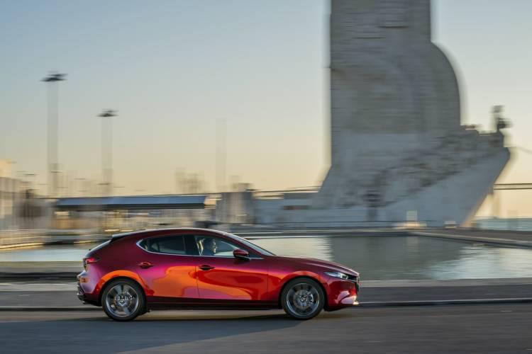 Mazda3 2019 Soulredcrystal Lateral 01