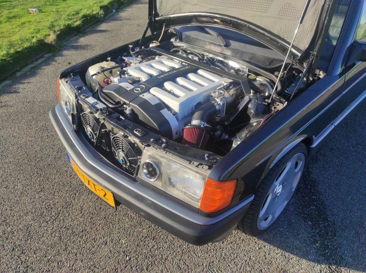 Mercedes 190 Motor V12 2