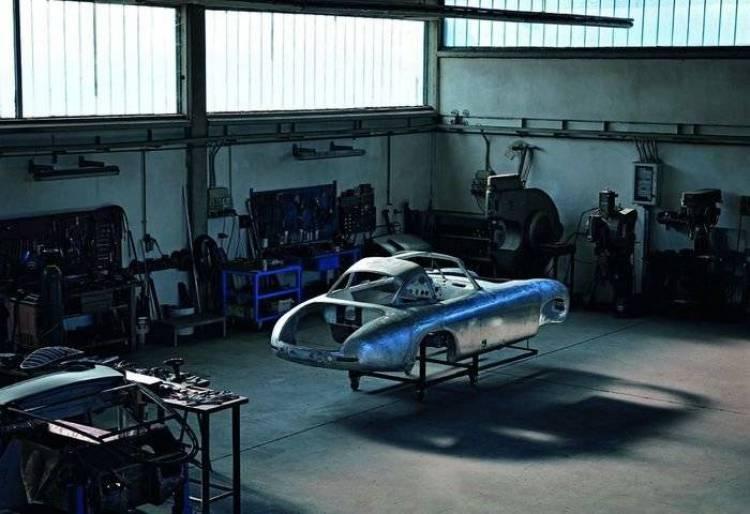Mercedes-Benz devuelve la gloria al 300 SL más antiguo sobre el planeta