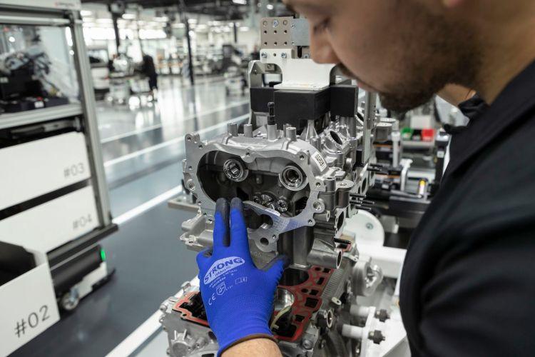 Neuer Mercedes Amg Vierzylinder Turbomotor Aus Hochmoderner Fertigung: Der Stärkste Serien Vierzylinder Der Welt, Made In Affalterbach New Mercedes Amg Four Cylinder Turbo Engine From Ultra Modern Production: The World's Most Powerful Four Cylinder Engin