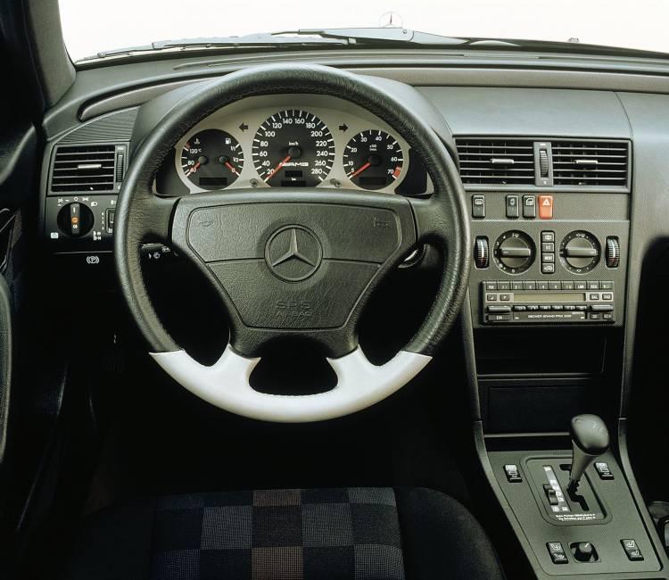 Erstes Gemeinschaftsprojekt Von Mercedes Benz Und Amg: Premiere Für Den Starken C Von Amg Vor 25 Jahren First Joint Project Between Mercedes Benz And Amg: Premiere For The Powerful C From Amg 25 Years Ago