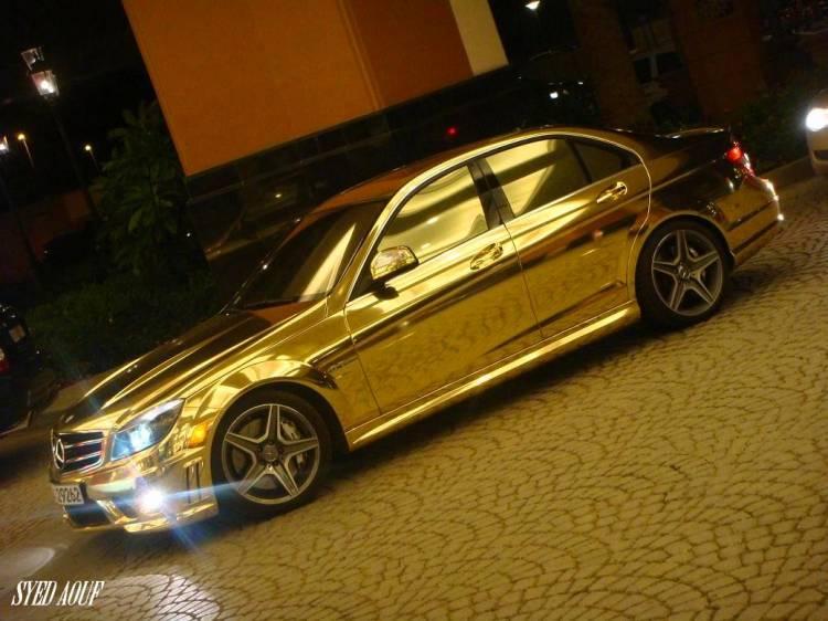 Mercedes C 63 AMG dorado, sólo en Dubai