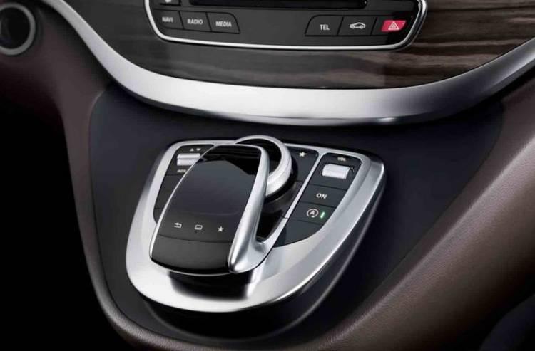 Tras la Clase C, la nueva Mercedes Clase V desvela su interior premium