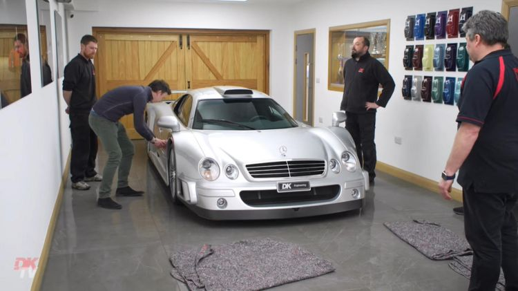Mercedes Clk Gtr Video Por Que No Puedes Conducir Diario 1