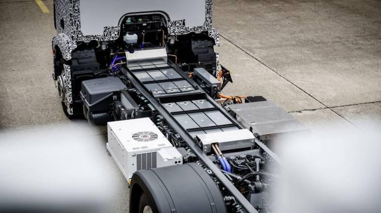 mercedes-e-truck-2016-17