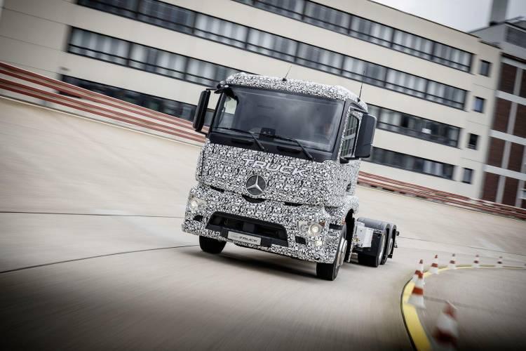 mercedes-e-truck-2016-23