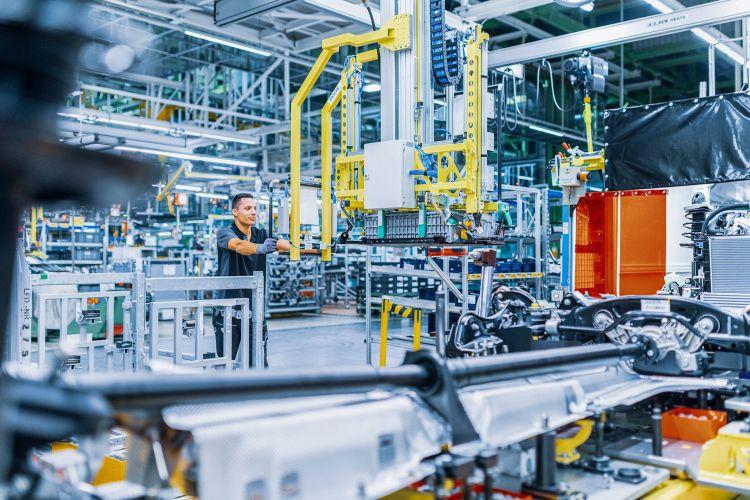 Mercedes Fabrica Baterias Hibridos Enchufables
