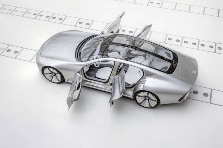 """Mercedes-Benz """"Concept IAA"""" (Intelligent Aerodynamic Automobile). Das Concept hat ein alltagstaugliches Maßkonzept und bietet Platz für vier Personen. The study has a dimensional concept for four persons."""