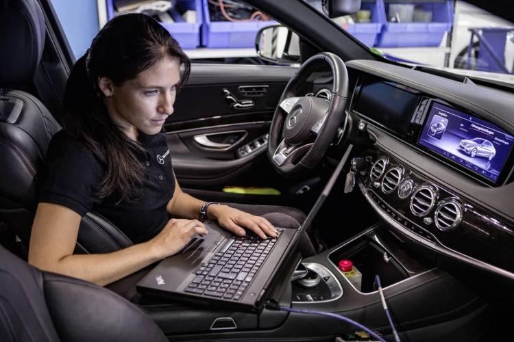 Mercedes Motor Emisiones 0818 003