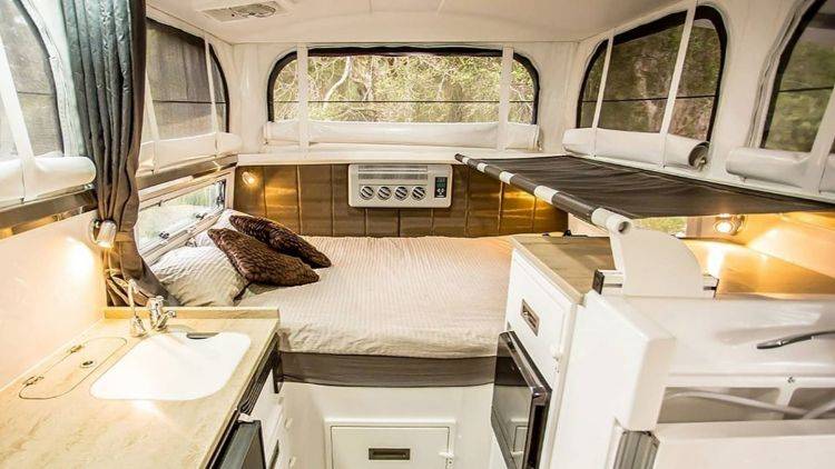 Mercedes Unimog Camper Earthcruiser 0721 014