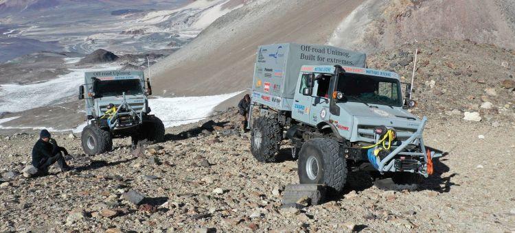 Hochgeländegängige Unimog U 5023 Unterstützen Expeditionsteam In Chile Gleichzeitig Höhenweltrekord Mit 6.694 Metern Extreme Off Road Unimog U 5023 Trucks Assist An Expedition Team In Chile And Even Set The World Altitude Record At 6694 Metres