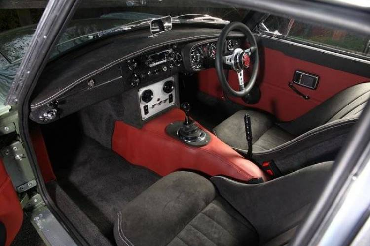 MGB-GT LE50, un fantástico restomod con todo el sabor clásico y corazón Mazda