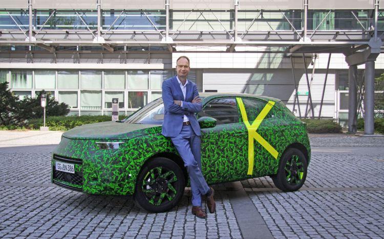 Michael Lohscheller Mit Dem Neuen Opel Mokka 511884