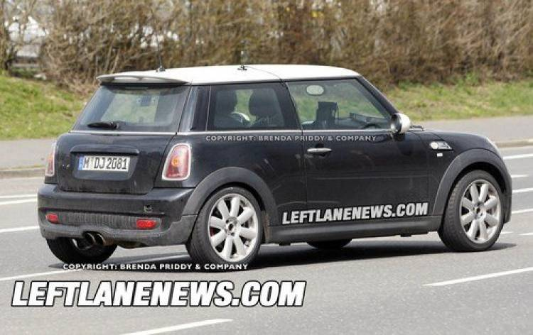 Un Mini Cooper S renovado ya deja ver su cara