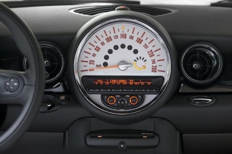 Mini Cooper S 2011, interior. Mini Connected.