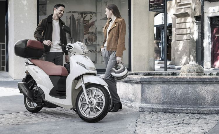 Moto Acera Scooter
