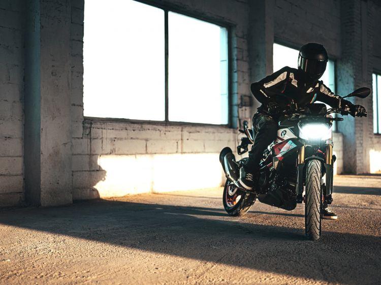 Moto Bmw G 310 R Frenada