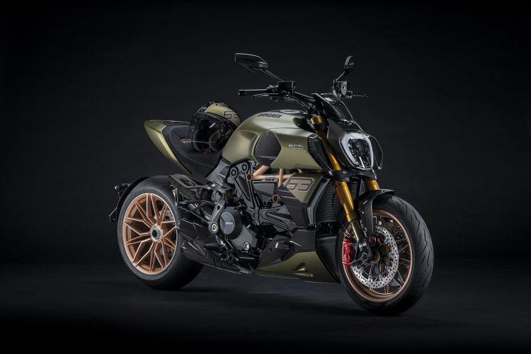 Moto Ducati Diavel Lamborghini 11