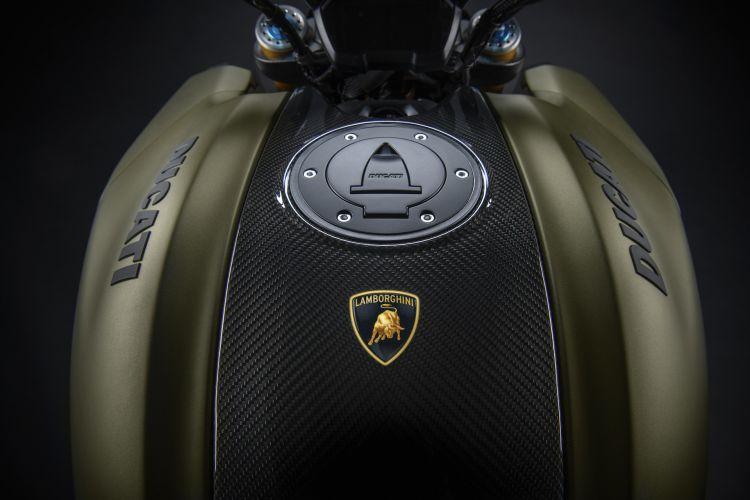 Moto Ducati Diavel Lamborghini 12