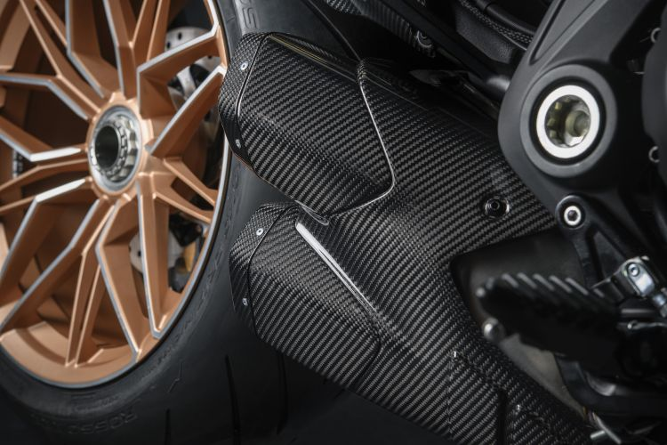 Moto Ducati Diavel Lamborghini 17