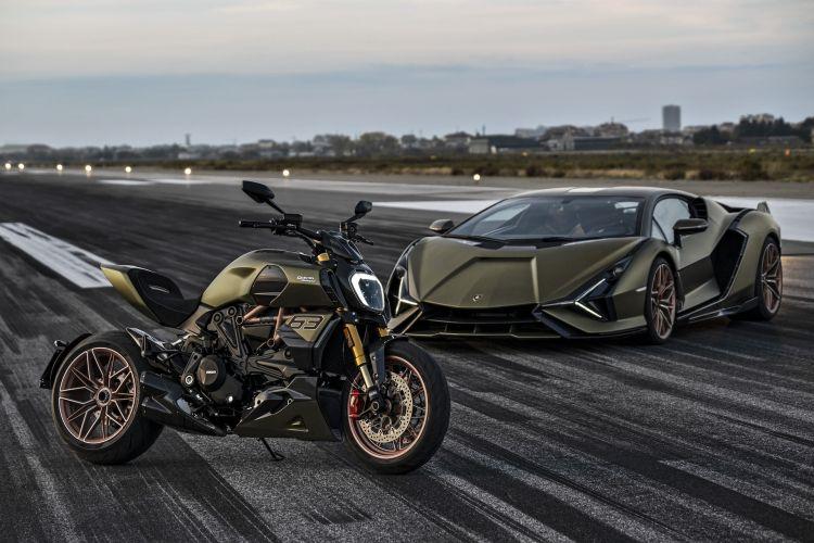 Moto Ducati Diavel Lamborghini 45
